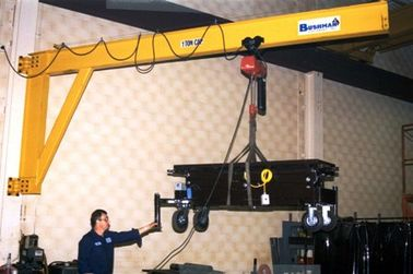 चीन Precision Wall Mounted Jib Crane for Enclosed Building / Plant Room Maintenance आपूर्तिकर्ता