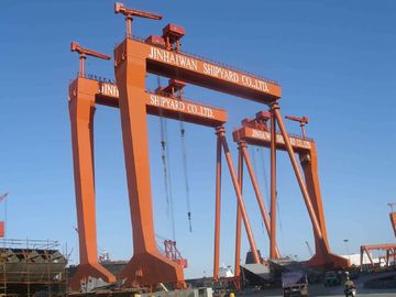 चीन 40M Span Portal Gantry Shipyard Cranes With Rigid Outrigger आपूर्तिकर्ता