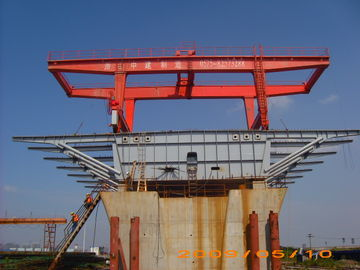 चीन Bridge Beam Segment Lifter Crane Launched by Hydraulic System With Steel Wheel वितरक
