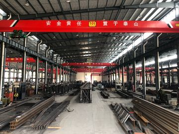 चीन Heavy Loads / Wide Span Double Girder Overhead Electric Cranes For Warehouse वितरक